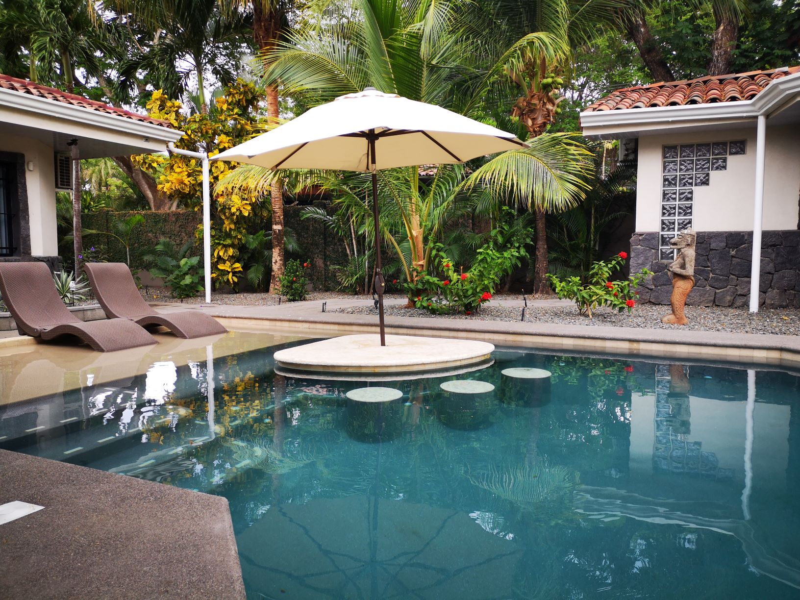 Beautiful 2Bed Home + Guest Studio For Sale $495,000