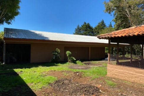 HEREDIA STABLE TACK ROOM