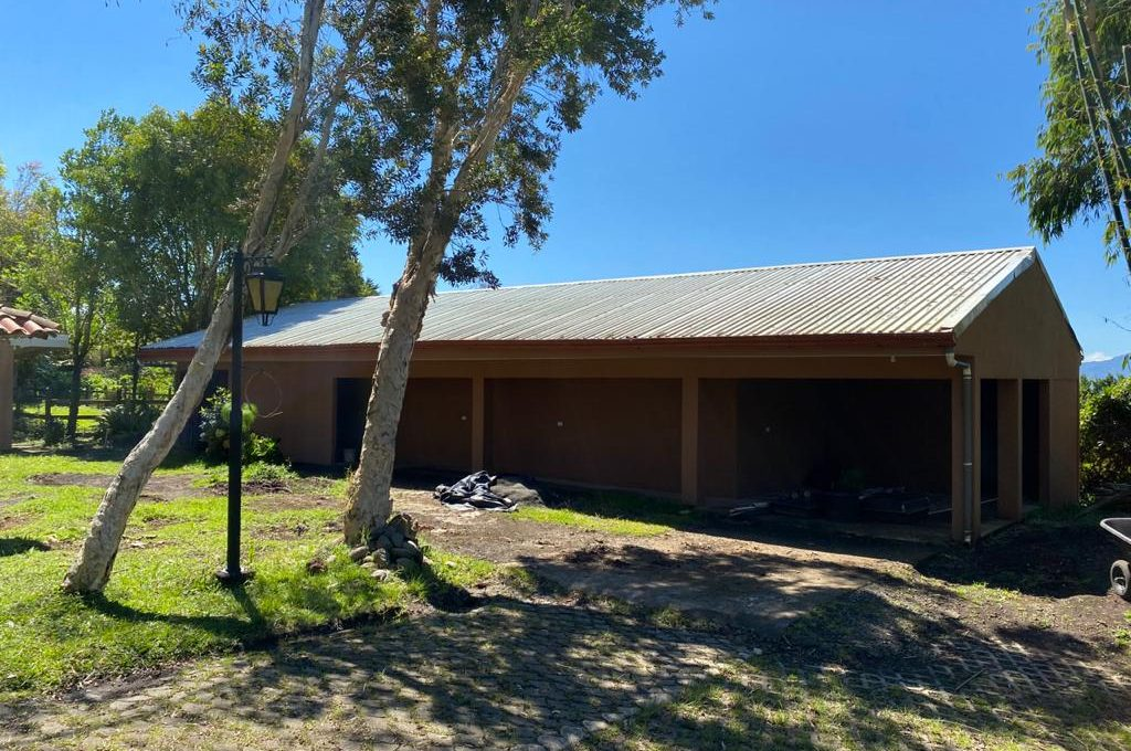 HEREDIA STABLE TACK ROOM2